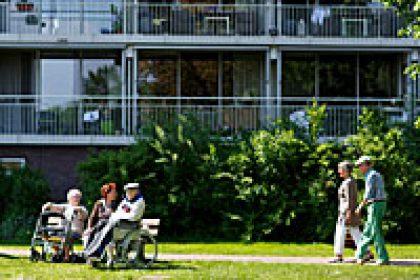 oude mensen voor een brandveilig verzorgingshuis